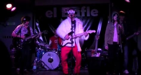 CHALET ROSA en Pamplona, verano de 2012, tocando junto a sus amados (y desaparecidos) Almanaque Zaragozano.