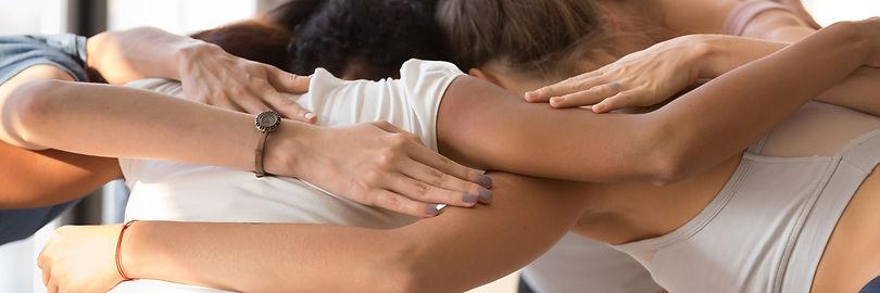 руки-объятия-рейки-группа-обучение-разви