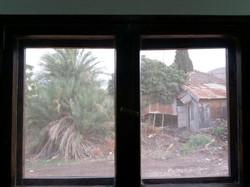 מבעד לחלון 2
