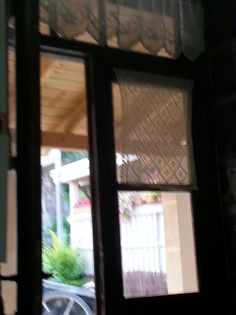 מבעד לחלון 3