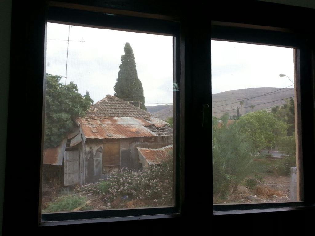 מבעד לחלון 8