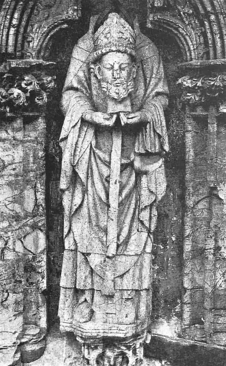 Saint Denis statue