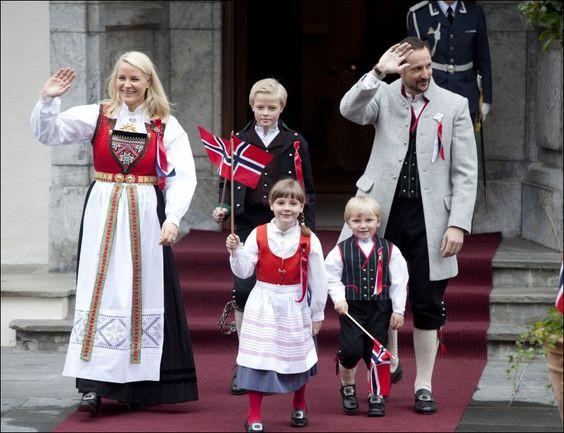 Norwegian Royal family in bunad