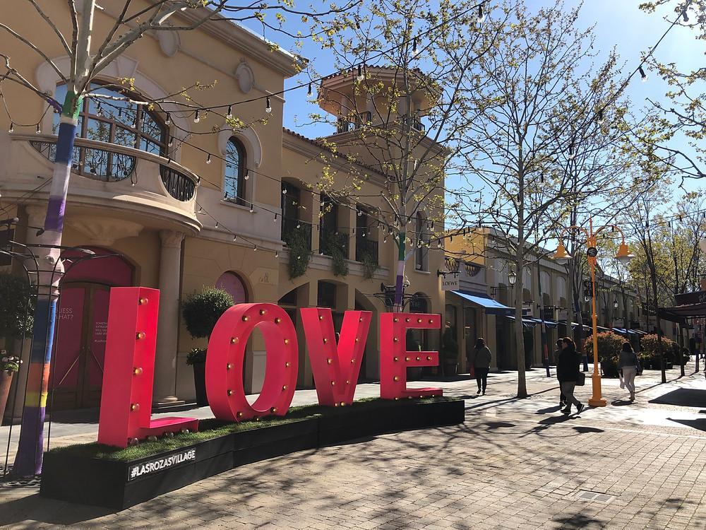 Centro comercial Zoológico de noche Rendición  Las Rozas Village   Outlet nos arredores de Madrid!