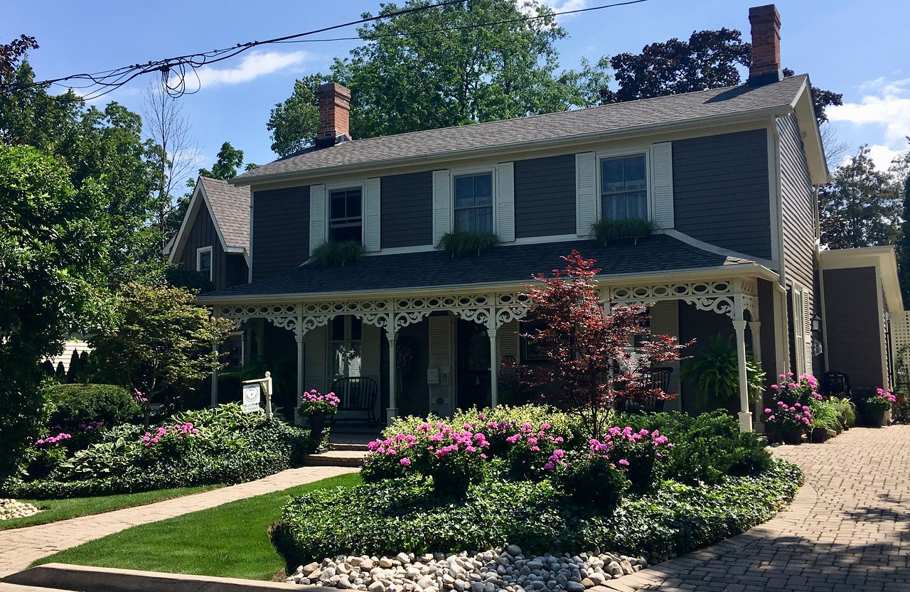 HISTORIC DAVY HOUSE BED & BREAKFAST INN