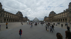 מדריך בפריז