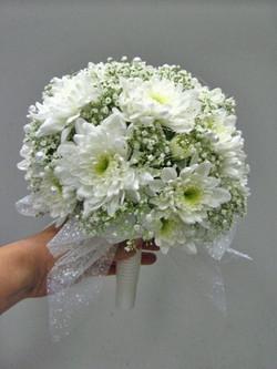 хризантема с гипсофилой