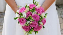 роза с фрезиями