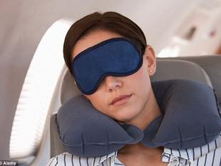 Como relaxar (e até curtir) voos longos