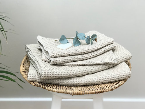 Linen Waffle Bath Towel in Natural