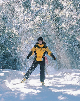 1280px-Cross-Country_skiing_in_Gatineau_