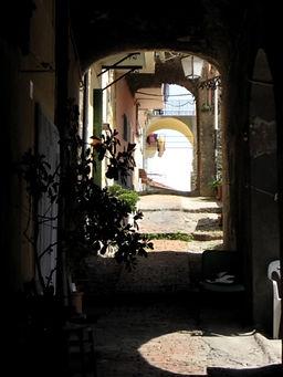 Gamla stan i Bordighera.jpg