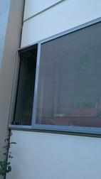 Cam balkon sinekliği