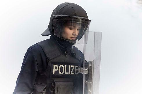 AEDW_Lisa in Uniform_ABGENOMMEN.jpg