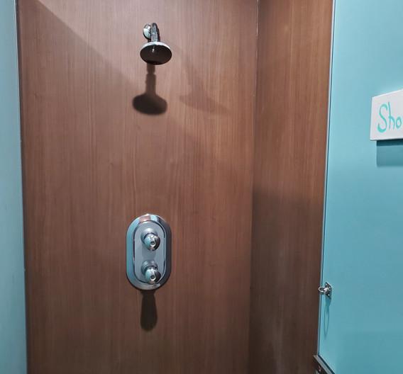 シャワールーム②