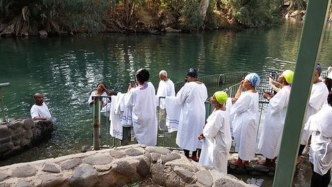 Baphtism group  Jordan river 4.jpg