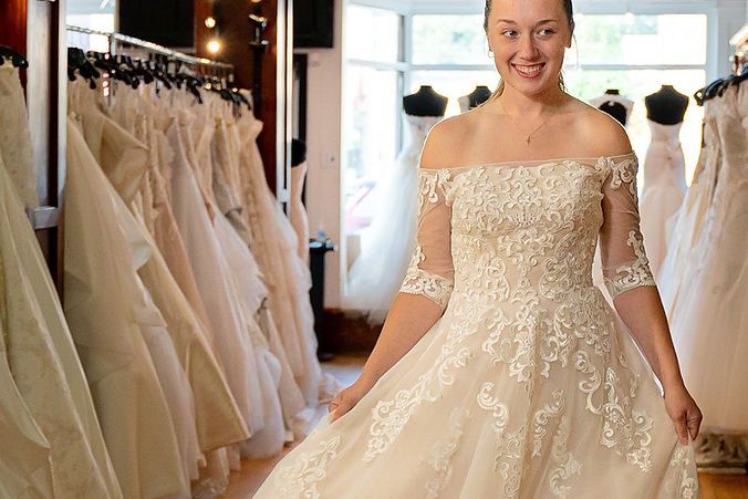 Anna in a Cahterine Rose Collection wedd