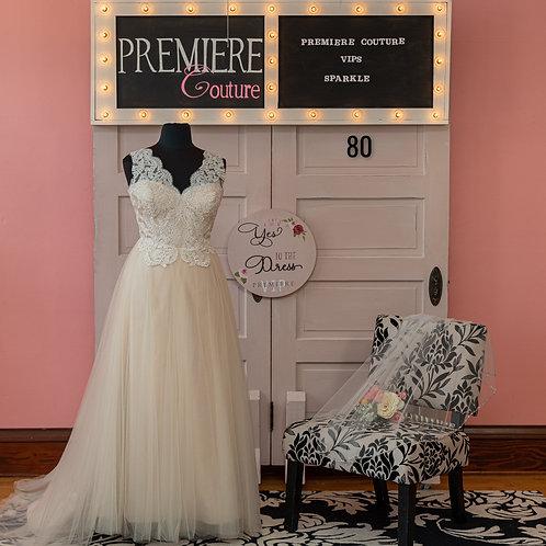 Dress 80: Elegant Lace and Tulle Wedding Dress