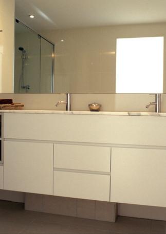 Full apartment bathroom