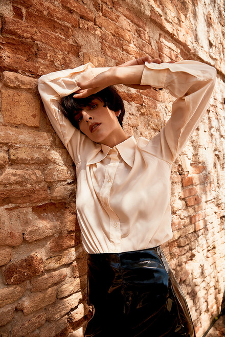 PH Svenja Blobel Model Macarena Cox - Agency Faze Models Berlin Hairstylist Luigi Marchiori Stylist Lucas Ciotti Location Venezia