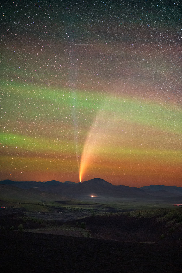 Comet NEOWISE and intense green airglow from Craters of the Moon National Monument