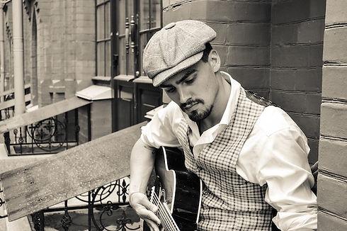 Gitarre lernen online Gitarre Mann.jpg