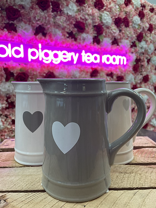 Grey heart jug white•heart