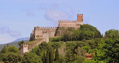 castle-1522396_1920.jpg