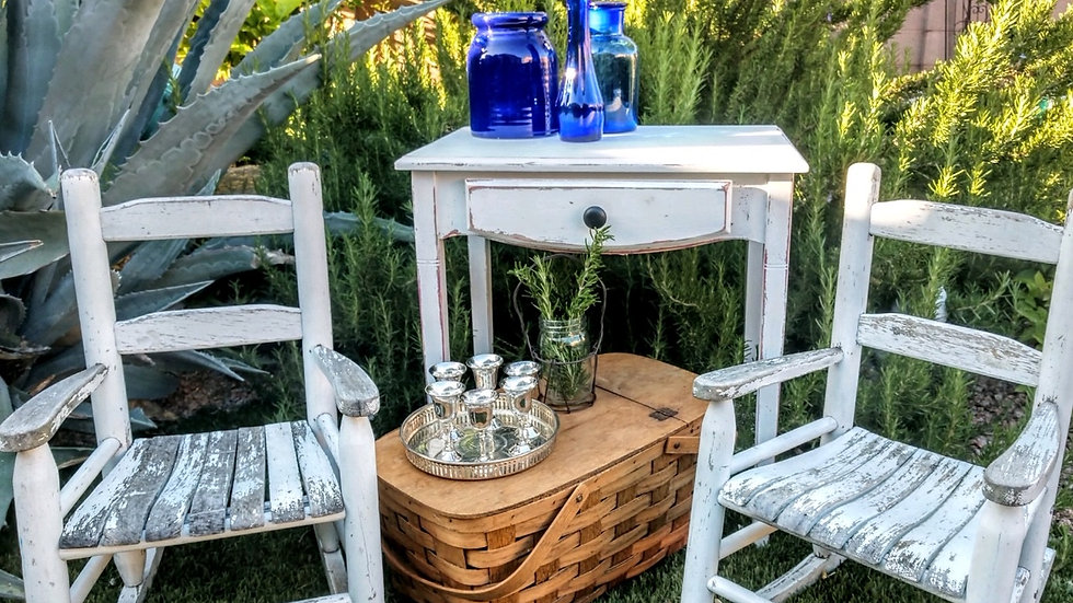 Shabby chic small white table with one drawer.