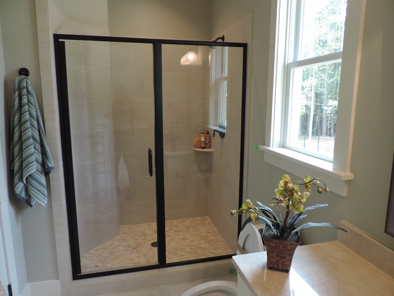 Semi-Frameless Shower Example50