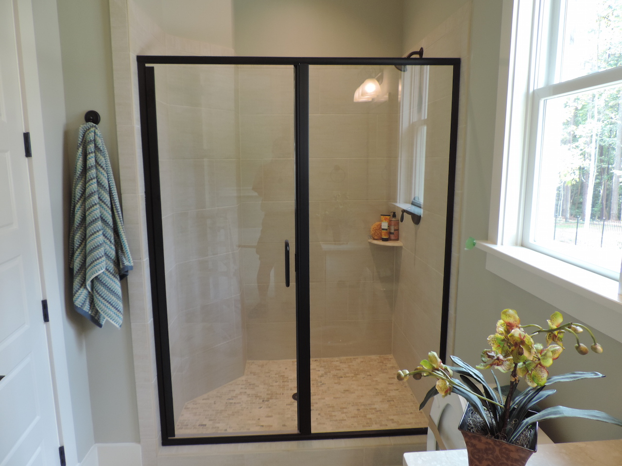 Semi-Frameless Shower Example51
