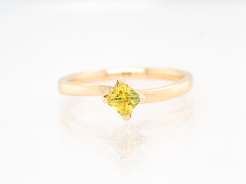 Yellow Princess Solitare Sapphire Ring