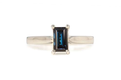 Blue Emerald Solitare Sapphire Ring