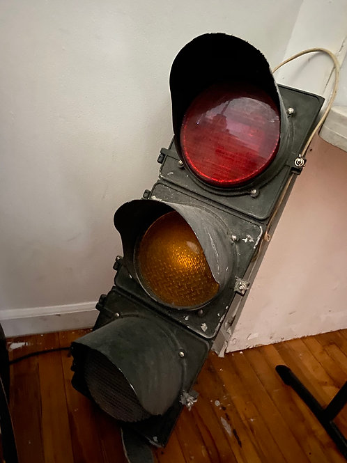 Working traffic light (converted for wall outlets)