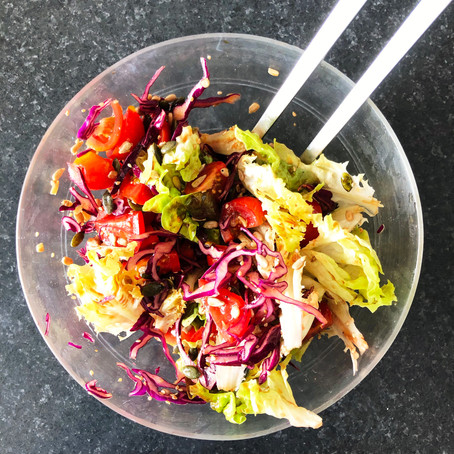 Salade saine, délicieuse et facile à réaliser