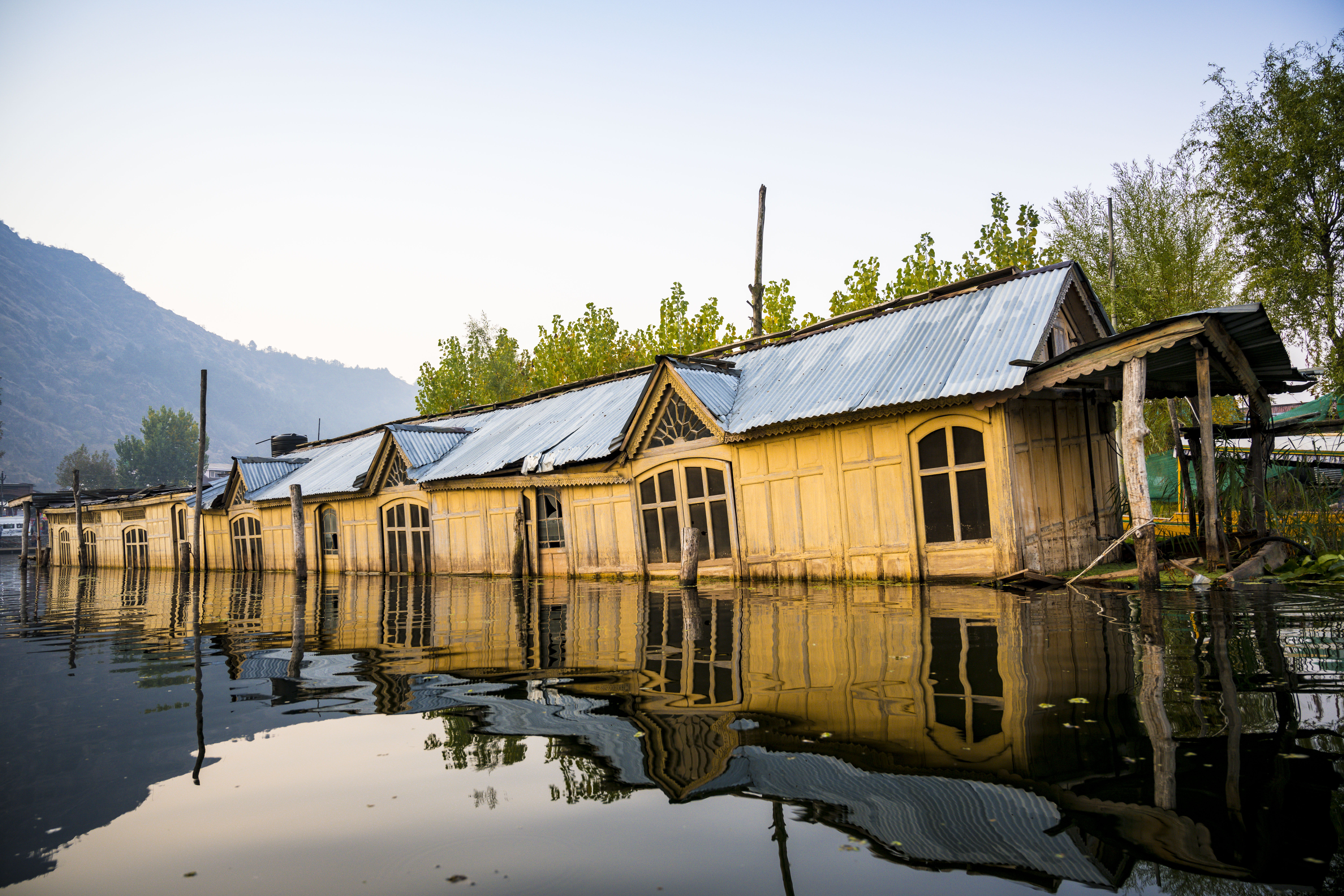 Sinking boathouse in Srinagar