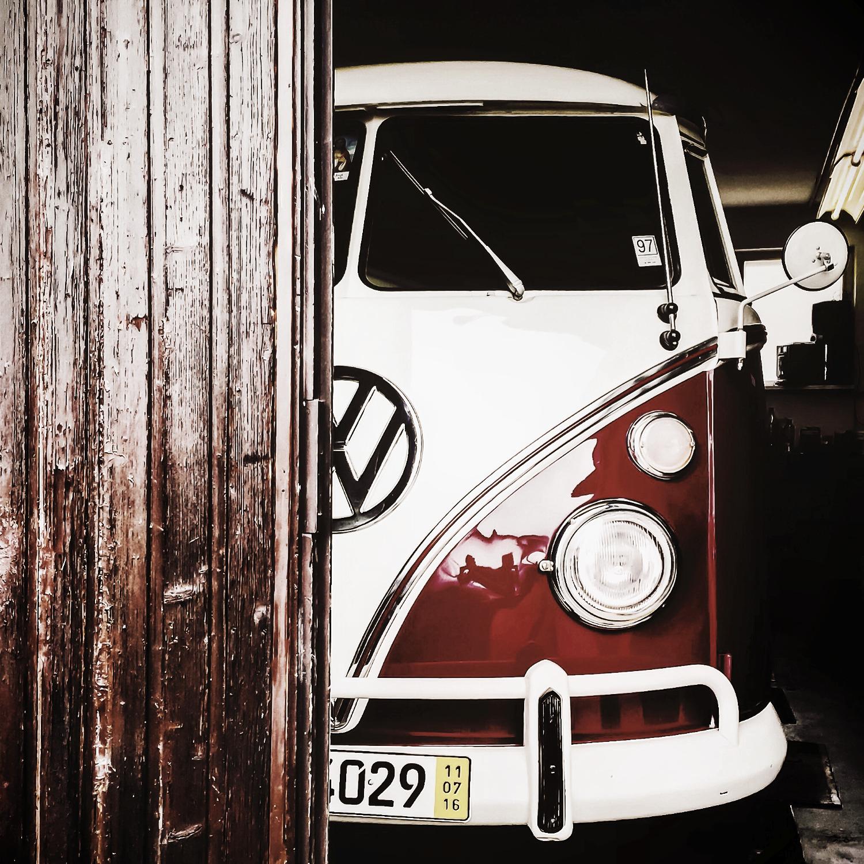 VW Bulli T1 in rot weiß zur Miete