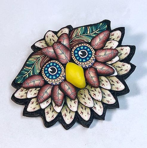 Owl Pin - khaki/rust