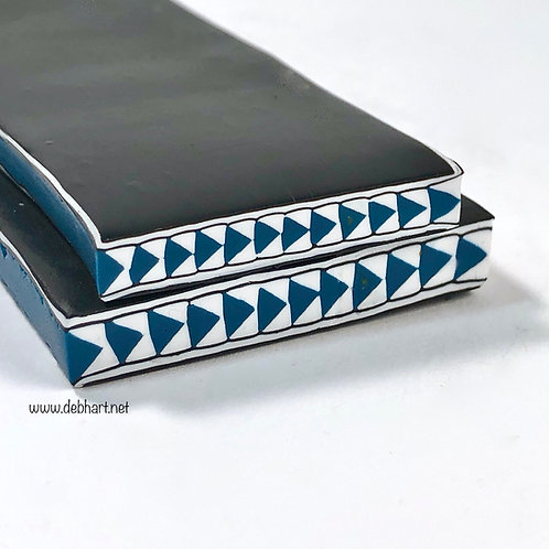 Teal Chasing Arrows Border Cane
