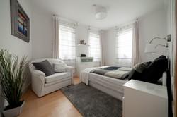 No2 bedroom Hollo2