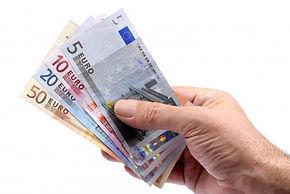 euros-held-hand_1101-1196.jpg