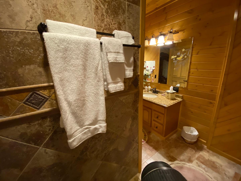 Honeymoon Suite Bath