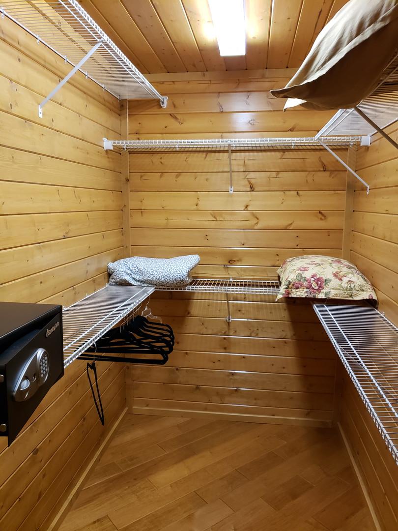 Honeymoon suite Closet