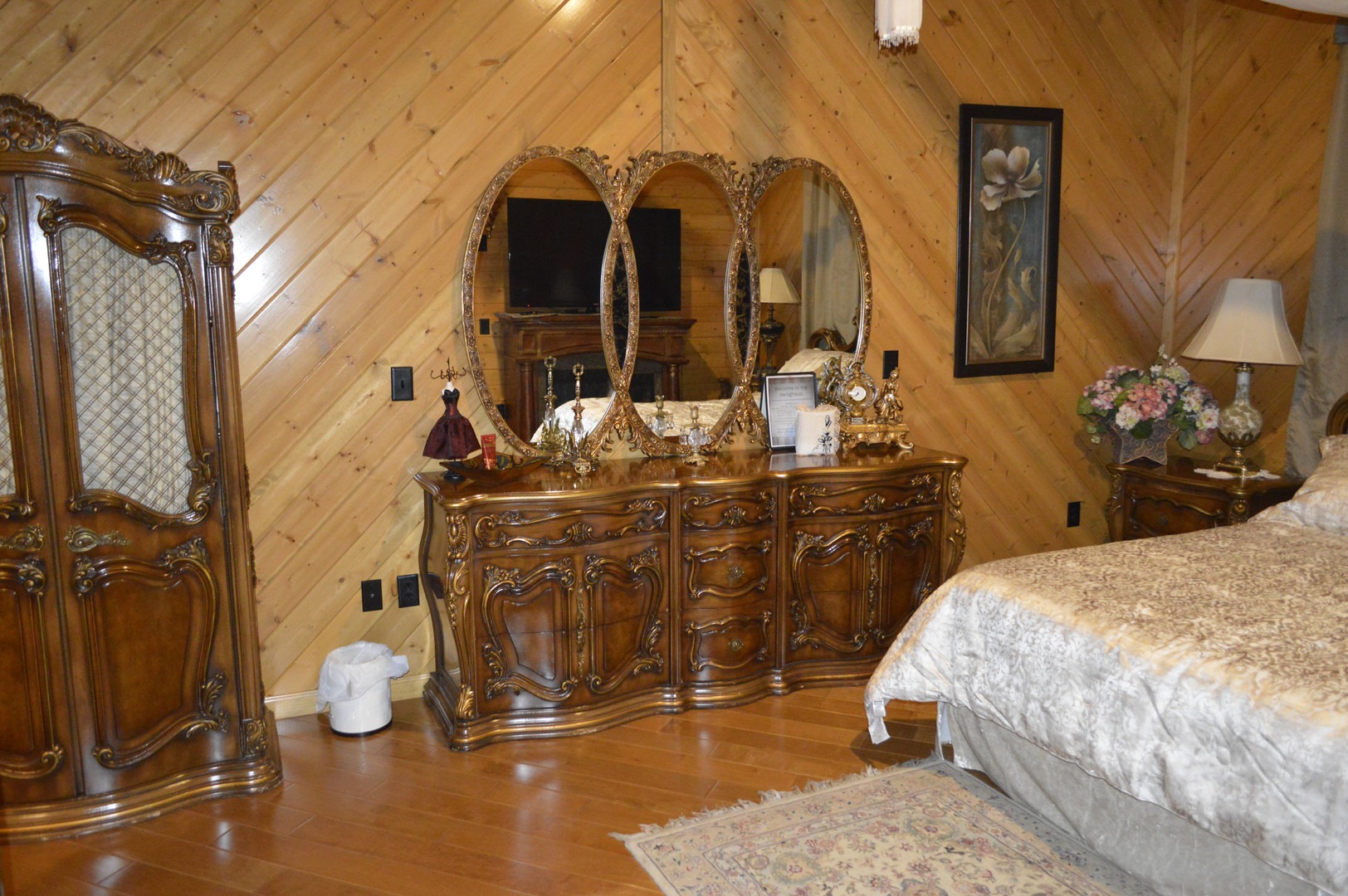 Honeymoon Suite Bedroom