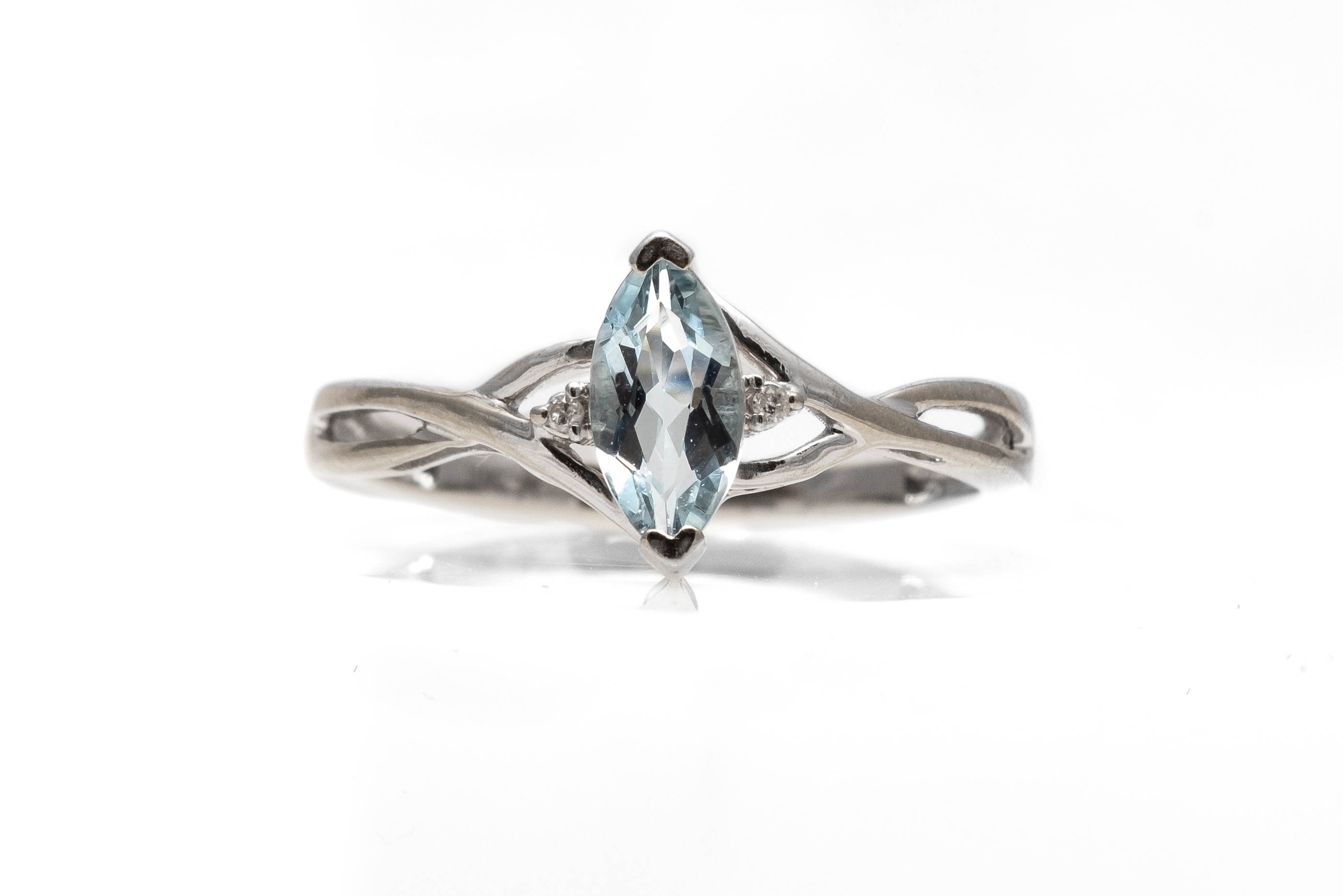 Ring with Aquamarine Stone