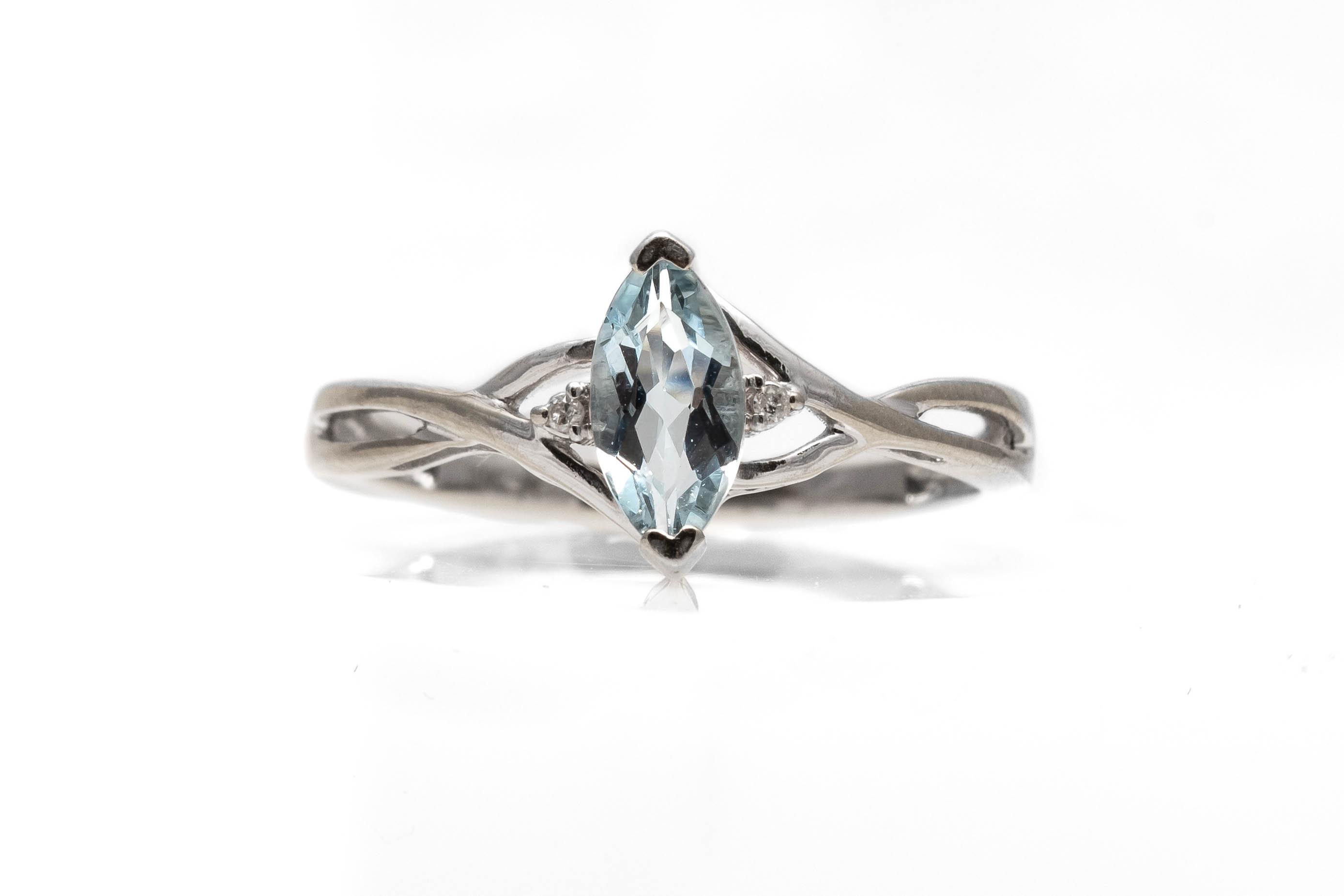 Ring with Aquamarine Stone