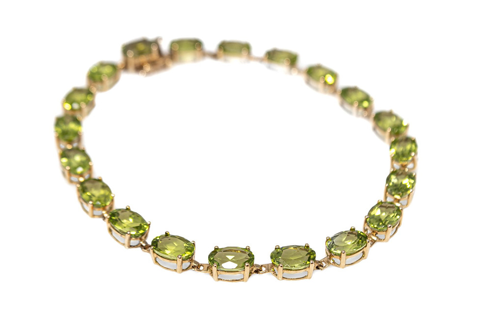 14 Karat Yellow Gold Genuine Oval Peridot estate bracelet