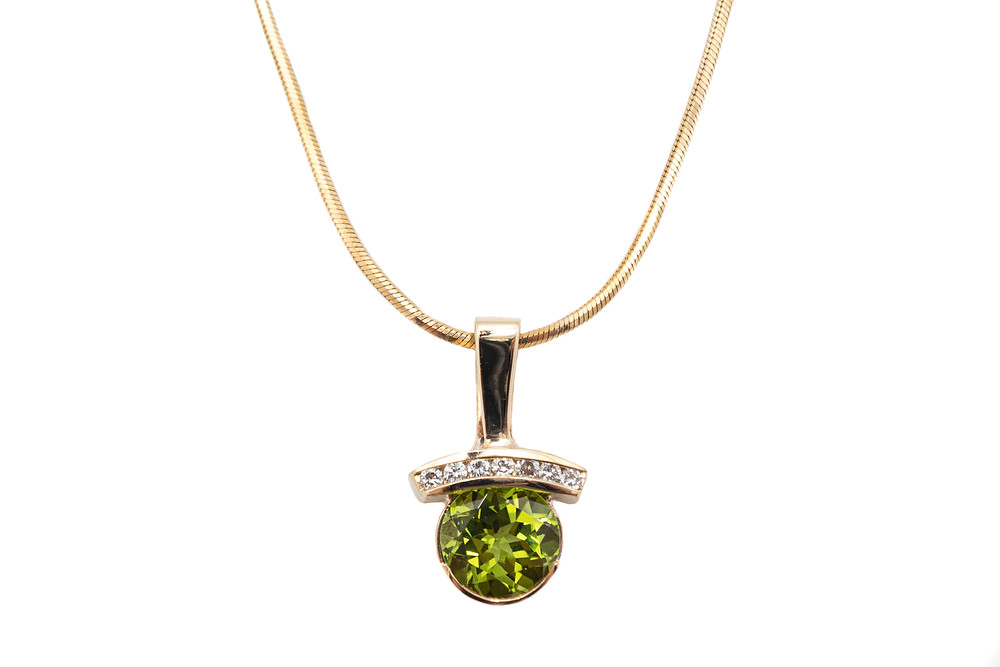 14 Karat Yellow Gold Diamond & Peridot Estate Necklace