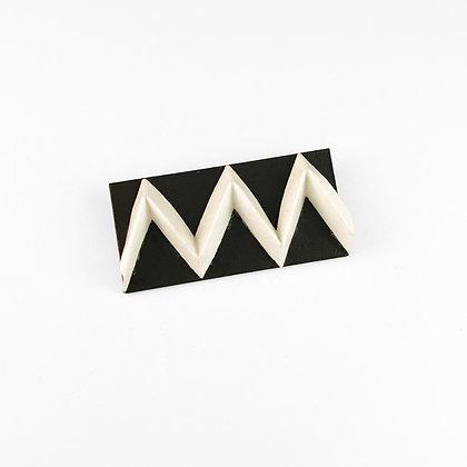 Black and white zig zag brooch