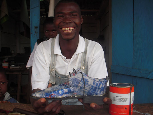 Reciclagem local de plásticos - IDDS 2009 Gana